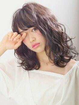 イントウキョウ アイスター(IN TOKYO×EYE STAR)の写真/【大型駐車場完備】思わず触れたくなる艶やな美髪へ♪魅力を引き出す技術力と的確なアドバイスや丁寧さが◎
