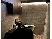 髪質改善サロン ヘアグローブ(HAIR GLOBE)の雰囲気(最新フルフラットの楽々シャンプー台、個室で不思議な空間を演出)