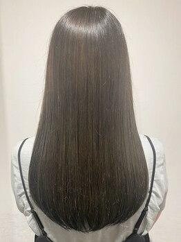 """エイチエムヘアー 池袋店(H M hair)の写真/憧れの""""さらツヤ""""ストレート☆《カット+縮毛矯正+アミノ酸前処理Tr¥8000~》柔らかな質感に感動するはず♪"""