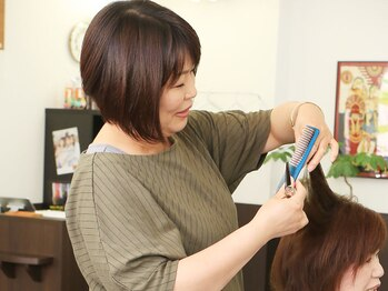 ヘアーサロンソラ(hair salon sora)の写真/気さくで話しやすい女性スタイリストが担当★豊富な経験と幅広い知識で、何でもお任せできるのが頼もしい◎
