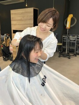 アンプヘアー 桂店(unpeu hair)の写真/【お子様同伴可】急なお出かけのヘアチェンジも、お子様のカットもお任せ★親子で通えると人気のサロン♪