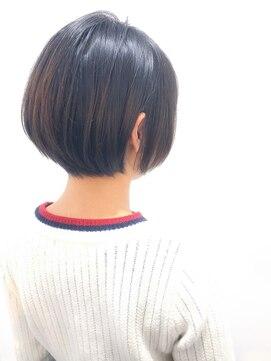 ラウンジ モリオ イケブクロ(Lounge MORIO Ikebukuro)【morio池袋】大人かわいい前下がり黒髪耳かけショート