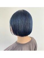 ヘアーアイストゥーレ(HAIR ICI TRE)ブルーカラー 切りっぱなしボブ ブルーブラック 担当渡辺聖