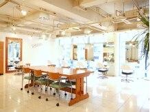 マアム ジー 明大前店(ma'am Zee)の雰囲気(白色を基調とした清潔感のある広いフロア♪ )