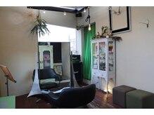 ブリック(brick)の雰囲気(2階は対面式の2席、友達や家族、カップルでのご利用も可能です。)