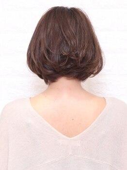 フレスカ ヘアーアンドメイク 笹塚店の写真/【ナチュラルな透明感】暗くなりがちなグレイカラーも、艶のある仕上がりで理想の髪色を叶えます♪