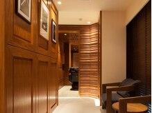 ギンザ マツナガ ドゥ クラス(GINZA MATSUNAGA DE CLASSE)の雰囲気(扉を開けた瞬間から、非日常空間が広がる…。<理容室>)