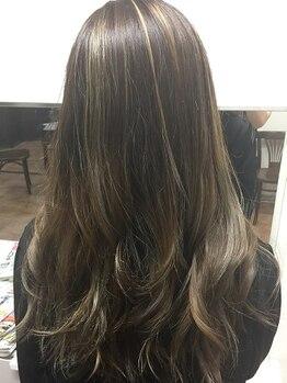 ヘアカラー専門店 カラフルパレットの写真/カラー後のお悩みもこれで解決!こだわりのトリートメントでずっと触っていたくなるようなうるツヤ髪へ…◎