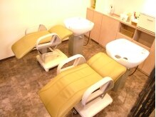 美容室 ラ ペリ(La.peri)の雰囲気(【まくら付き】のシャンプー台で本気でリラックスして下さい!!)