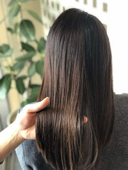 ヘアーデザイン フルーツ(Hair Design FRUITS)の写真/ツルン×サラツヤな極上質感♪乾かしただけで、根元から毛先までキレイにまとまるナチュラルストレート☆