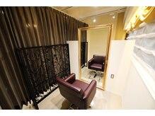 ヘアーサロンデルミック(hairsalon de LUMIC)の雰囲気(18席のうち個室が2室ご用意しております。)
