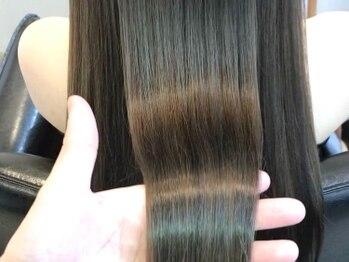 ジーナ(JINA)の写真/【髪質改善専門】独自手法の縮毛矯正!ダメージレスでナチュラルに◎不自然なストレートにお悩みの方は是非