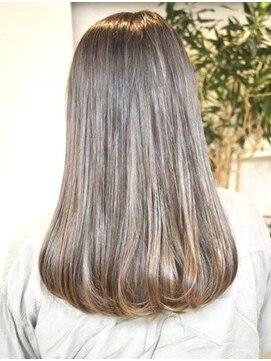 ヘアアンドメイクフリッシュ(HAIR&MAKE FRISCH)セピアグレージュ