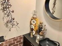 ヴァパウス ヘアーデザイン(Vapaus hair design)の雰囲気(店内には至る所にドライフラワーを飾っております*)