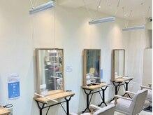 髪質改善サロン ミューズ 一社店(MUSE)の雰囲気(【最新の衛生対策実施中】お席の間に透明のスクリーン板を設置。)