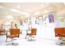 サロンボンジュール(salon Bonjour)の雰囲気(真っ白な店内はフレンチな雰囲気満載デス☆ )