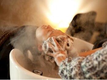 デュッカアンティーク(Duka antique)の写真/自然の香りに包まれながら頭皮を健やかに、髪を美しく心を癒す…★Dukaの極上スパで至福の一時を体感!