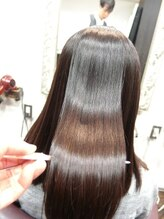 技術も薬剤も、カラー剤・縮毛矯正にとことんこだわり、うるツヤヘアに。【SiESTA阿佐ヶ谷】