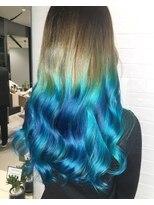 美しい海をイメージしたブルーカラー