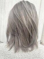 ウルフカット×ケアブリーチで作るホワイトアッシュヘア