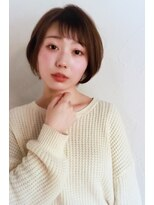 アンティガシス(Antiga VI)美肌効果ソフトアッシュ★セミショートバングのショートボブ