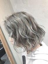 ヘアーシグネチャー(Hair Signature)明るめグレージュの切りっぱなしボブゆるふわMIXカール