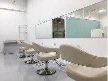 チュラスポット サンエー宜野湾コンベンションシティ店の雰囲気(白を基調とした清潔感のある雰囲気)