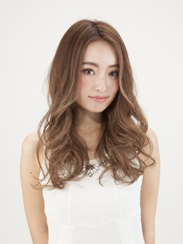 カリナ ヘアサロン(carina hair salon)の写真/フェミニンな魅力をふりまくふんわりウェーブをON!お好みの質感に合わせてニュアンスも自在にコントロール!