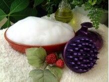 peu a peuの雰囲気(ミネラルを混ぜた泡のシャンプーで洗い髪を元気にしていきます。)