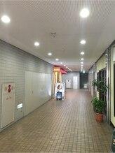 店前は植物に囲まれた東久留米駅近の隠れ家的な美容室ブロッサム東久留米店!