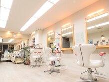 フレッシュアンドピースの雰囲気(白を基調とした開放感・清潔感のある店内です。)