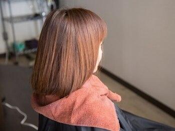 """ビーストフォーヘアー(B""""ist for Hair)の写真/透明感と艶のある上品な大人女性のためのグレイカラー。白髪染め特有の浮きも少なく自然な仕上がりに。"""