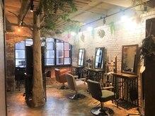 シックス ヘア ワーク ショップ(No.06 Hair Work Shop)の雰囲気(窓から入る暖かな日差しが心地いい♪)