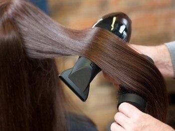 """ビーストフォーヘアー(B""""ist for Hair)の写真/癖や広がりを抑え、柔らかな手触りの自然なストレートを実現。こだわりの縮毛矯正はリピート多数★"""