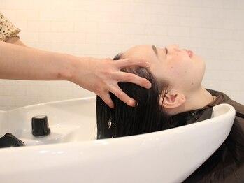 レガロヘアーデザイン(Regalo hair design)の写真/癒しのシャンプー&プチヘッドスパで至福の癒しtimeをお届け♪Regalo自慢のヘッドスパを是非ご体験下さい!