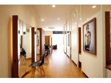 モッズ ヘア 福岡天神西通り店の雰囲気(『パリの美術館』がコンセプトです。)