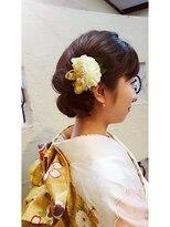 キーナ(Organic Hair KI-NA)花の飾りが使いやすくなるアシメヘアセット
