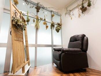 アンソレイエ(ensoleille')の写真/半個室の空間で行う施術で日常を忘れて至福のひとときを。より癒しを求める方にはヘッドスパもオススメ☆