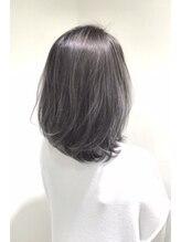 ニル(NIL)ホワイト・ダークグレイ