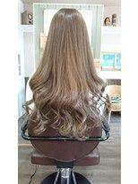 ヘアサロンアンドリラクゼーション マハナ(Hair salon&Relaxation mahana)アッシュベージュで繊細なロングスタイルに♪