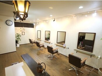 ニコ(hair room nico)の写真/バッサリカットも初めてカラーも安心して相談できるのは少人数だから!トリートメントも充実の癒し空間♪