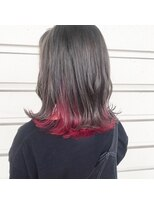 ルッツ(Lutz. hair design)グレー×レッドインナーカラー