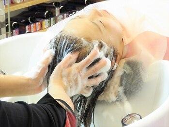 ヘアーズ アロハ(Hairs aloha)の写真/しっかりと水分補給をしながら汚れを落としてくれる美容液を使用した、あわあわアロマスパが好評♪
