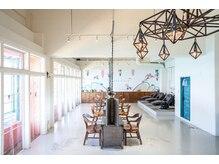 ブエナビスタ(BUENA VISTA)の雰囲気(光の差す心地良い空間!ゆとりある広さで開放感ある店内♪)