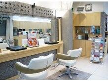 美容室ラトリエ コモ 新所沢店の雰囲気(メイクや眉カットなど、ポイントの相談も気軽にどうぞ♪)