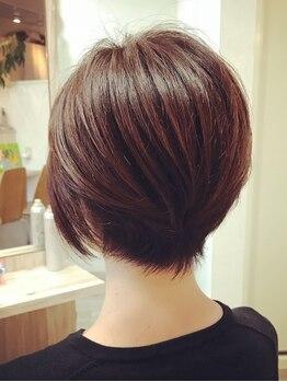 リュクス(Luxe)の写真/《白髪が気になり始めた方にオススメ!》デザイン性の高いカラーをご提案♪髪や頭皮に優しい薬剤を使用◎