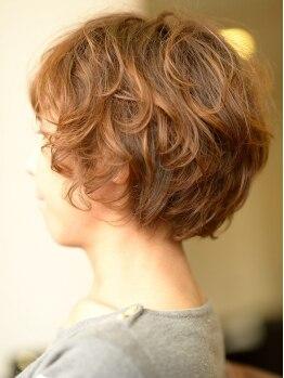 スポットアジト(SPOT AJITO)の写真/あなたの髪癖を魅力に変えるスタイル創りが好評◎カットで毛量や長さを上手く調整してナチュラルHairに♪