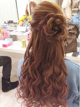 結婚式の髪型 お花ハーフアップ