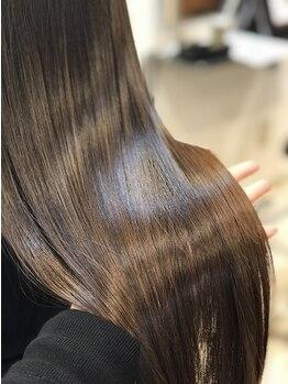 ラウンジシエロプラス(Lounge Cielo Plus)の写真/新宿御苑前10秒!M3D縮毛矯正で憧れの艶感、手触りを実現!最高級アルガンオイルで絹糸のような滑らかな髪に