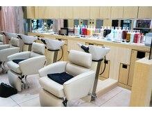 美容室ラトリエ コモ 新所沢店の雰囲気(自然とリラックスできる雰囲気です♪男性のお客様も是非!)